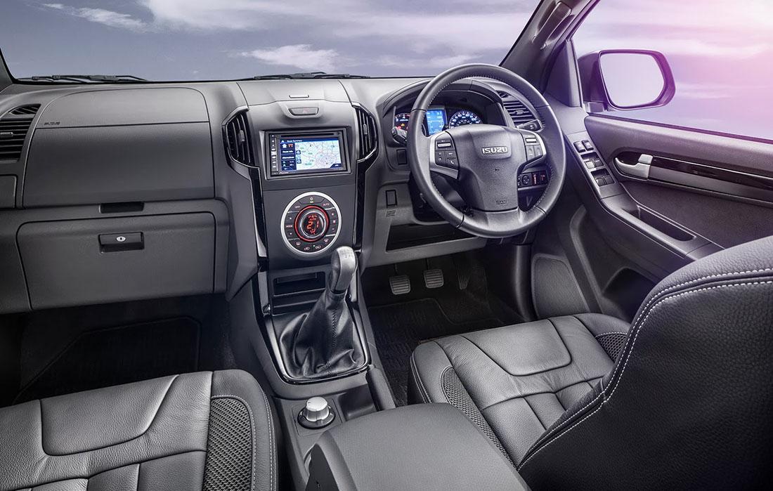 2017-Isuzu-D-Max-Interior