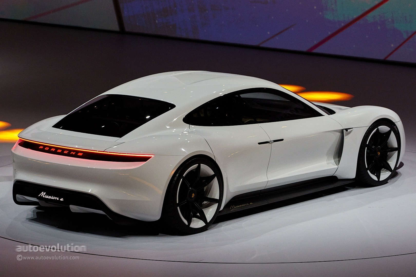 porsche-mission-e-gets-production-green-light-coming-by-2020_24