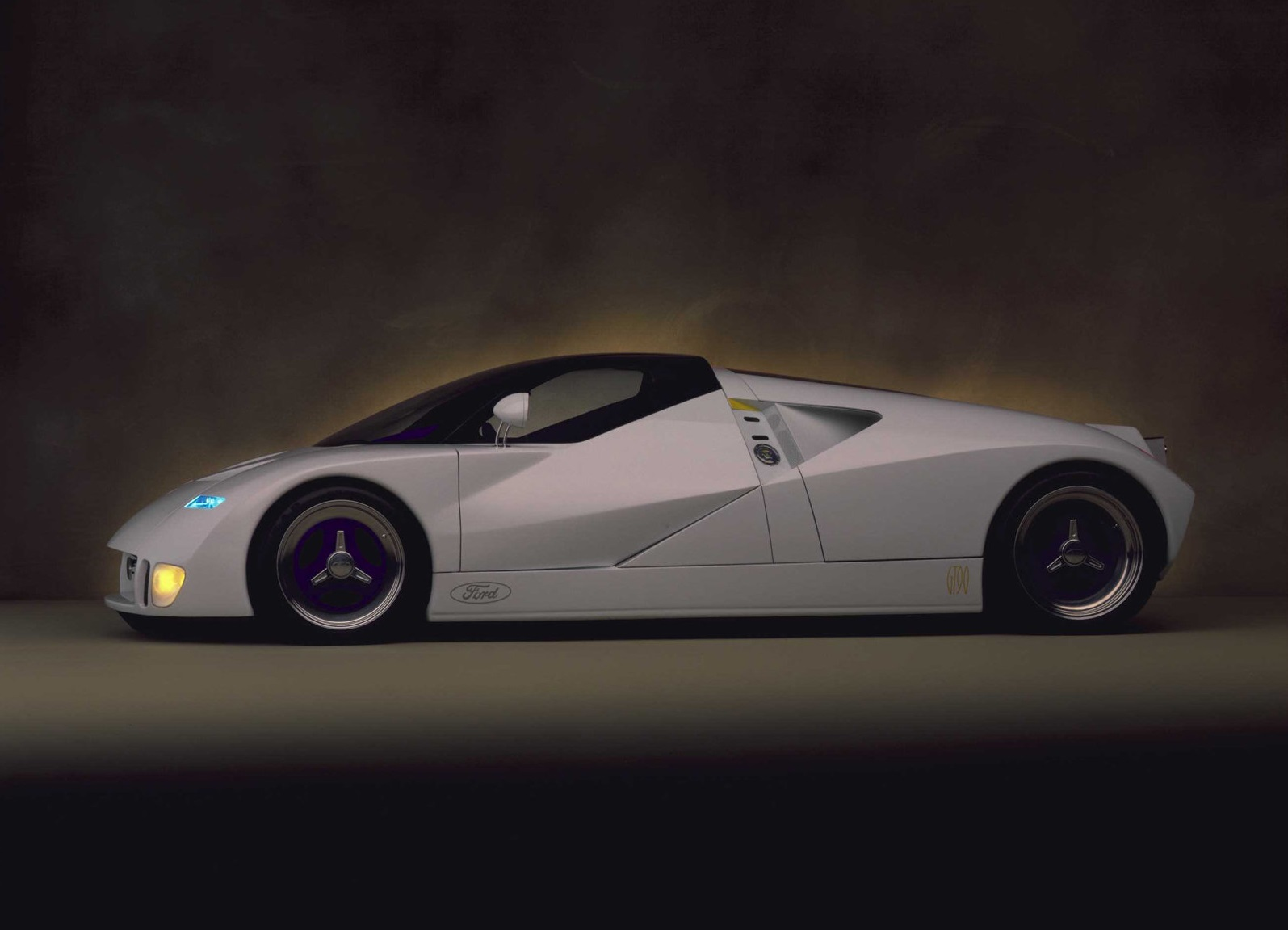 1995-ford-gt90-concept_lateral