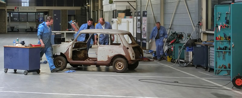 BMW restaura un MINI Cooper Antiguo