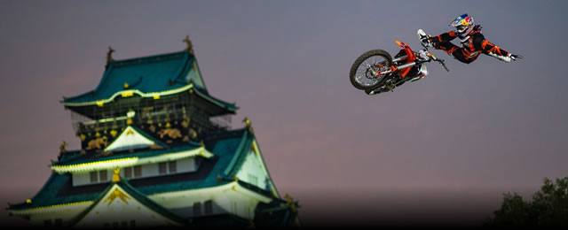 Tom_Pages_First_on_X_Fighters_Japan