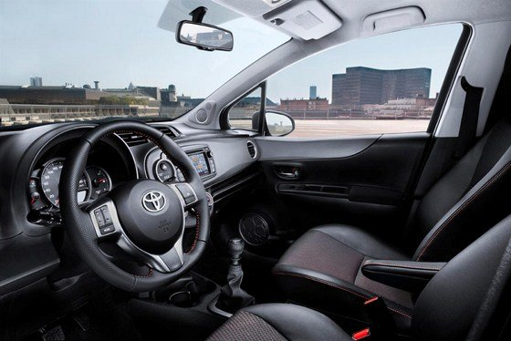 Toyota_Yaris_2012_Eur_2