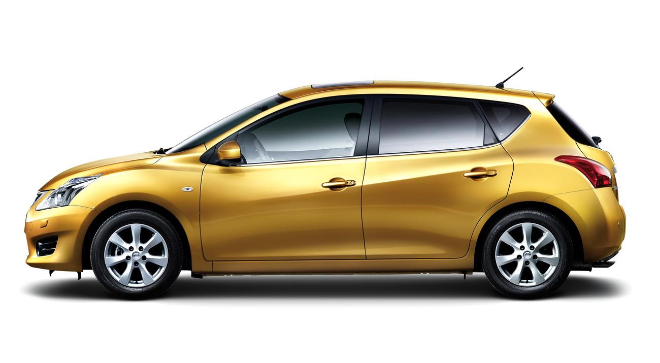 iTIIDA_Hatchback_2011_2