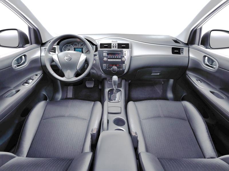 iTIIDA_Hatchback_2011_3